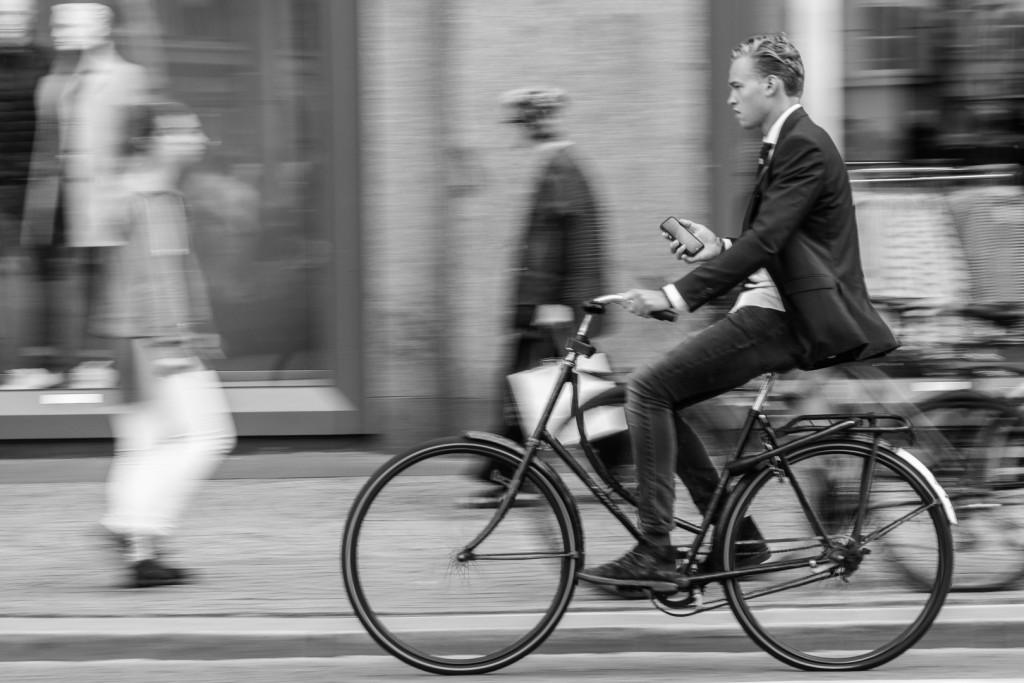 La página web 500px ha concedido un editors choice al fotógrafo donostiarra Eriu Photo por una foto panning realizada en la Plaza Dam de Amsterdam