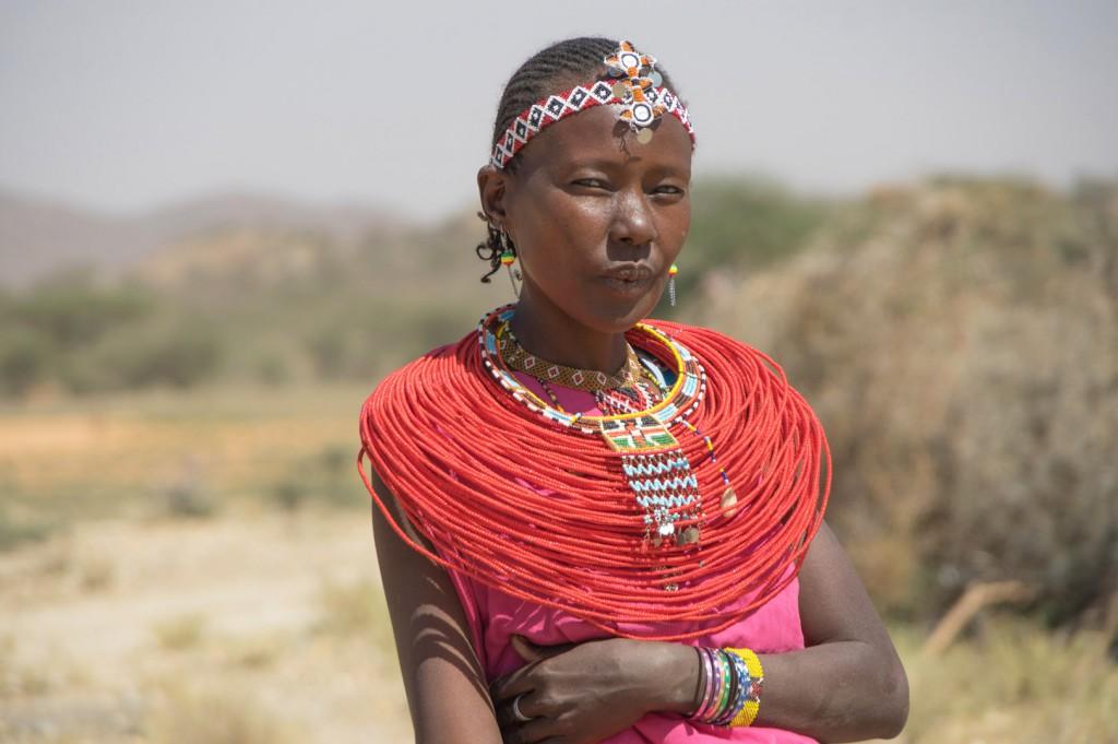 mujer masai mara en kenya eriuphoto.com fotografo donostia san sebastian
